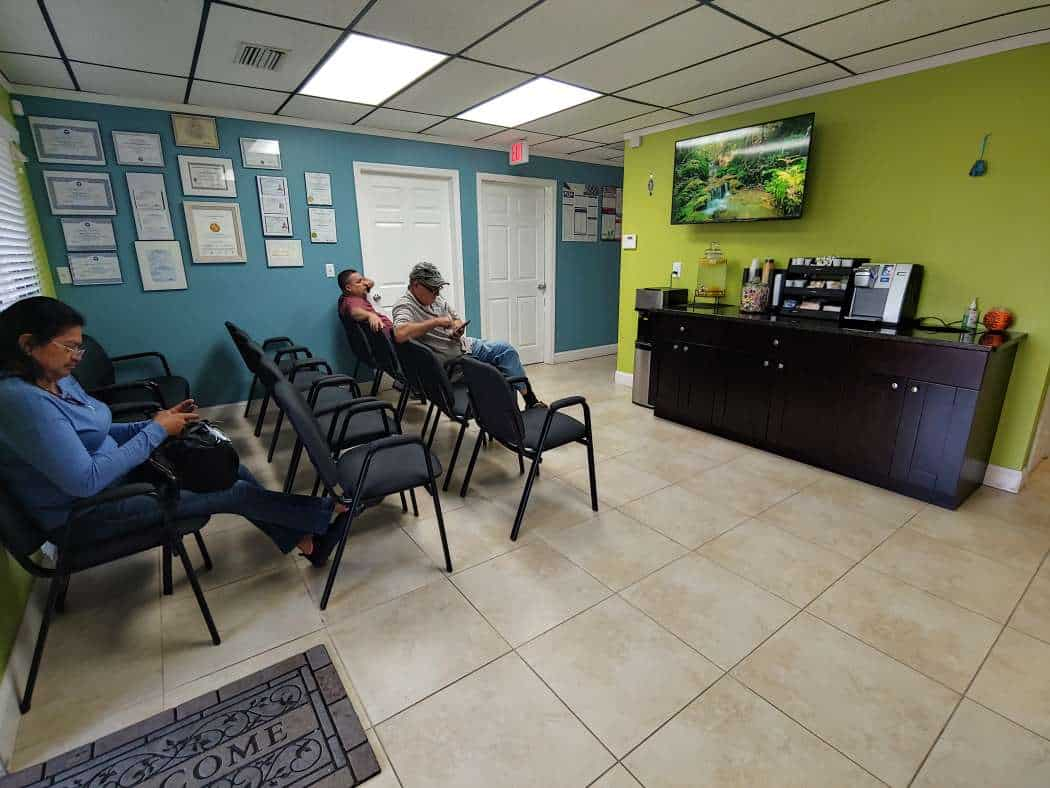 Doctors in Tampa the-right-spinal-clinic-patients-waiting